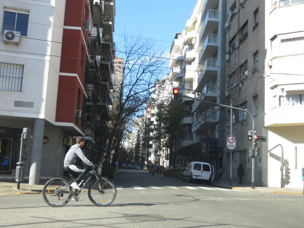 IMG_7204-cyclist-crossing-pacheco-de-melo-by-azcuenaga-street