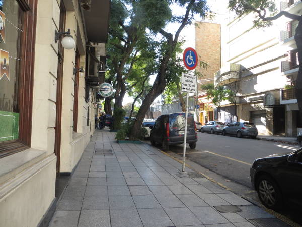 IMG_7231-uriburu-street-towards-recoleta-mall-cemetery