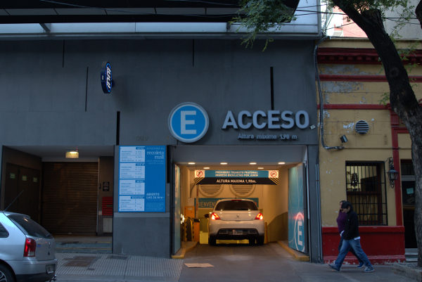 Recoleta Mall car parking / garage