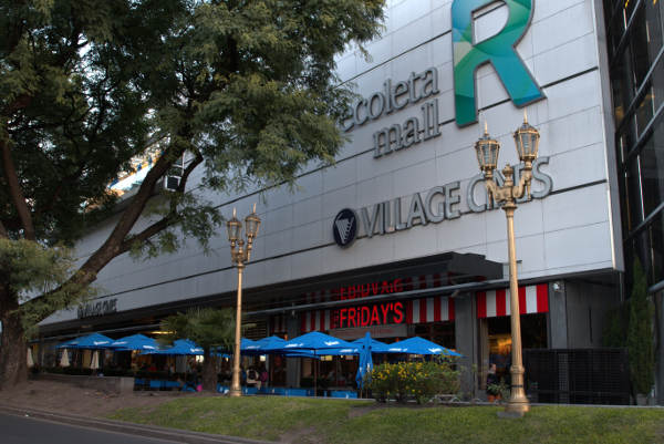 Street lamps and trees before the Recoleta Mall entrance