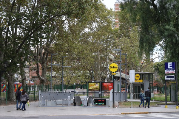 entrance to the H Subway underground on plaza Teniente General Emilio Mitre